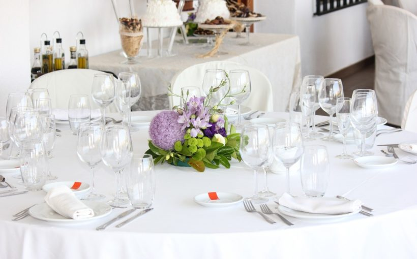 wedding-table-with-bouquet-of-flowers